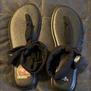 Black sank sandals